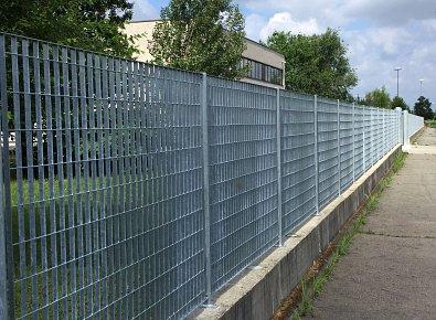 Rete plastic posa in opera recinzioni siti industriali for Rete stirata per cancelli