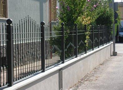 Recinzioni Da Giardino In Ferro : Recinzione in ferro da giardino gallina livio arte e tecnologia
